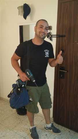 אביחי מנעולן מוסמך באישור משטרת ישראל